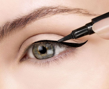How to use the eyeliner